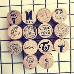 печат с дървена дръжка BTS...